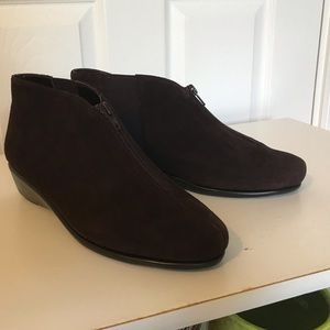 Aerosoles   Stitch in time brown booties. 8.5